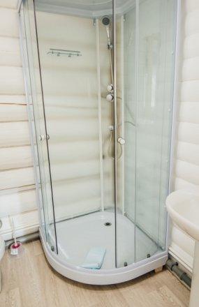 Есть ли в домиках санузлы и ванные комнаты?